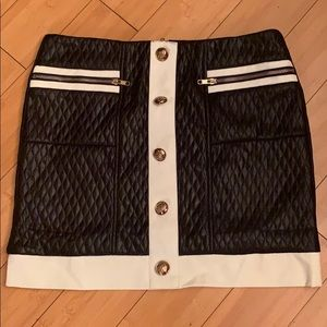 Black and white skirt a/ Gold buttons and zipper